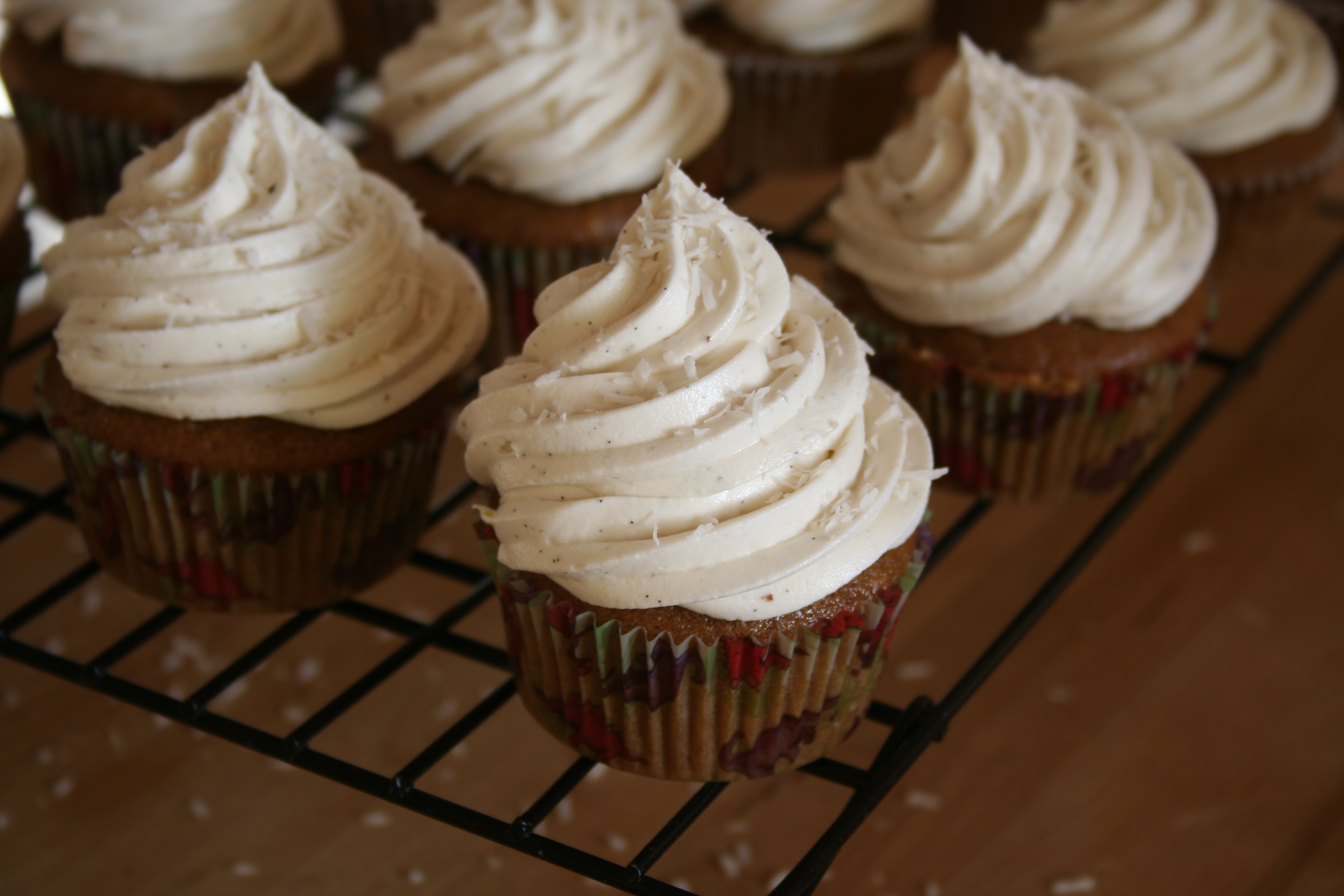 Vegan vanilla bean cupcake recipe